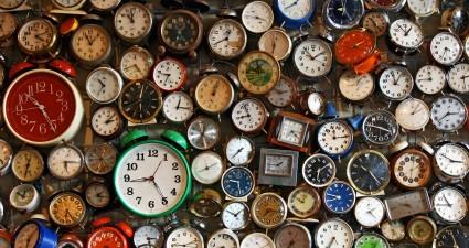 lots-of-clocks-1725x810_28340_32673
